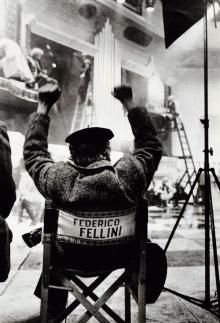Hmm get some film director chairs and lighting at the think tank? Image as Federico Fellini was an Italian film director and scriptwriter. Photos Rares, Cinema Tv, Photo Vintage, Great Films, Film Director, Old Hollywood, Movie Stars, Behind The Scenes, Movie Tv