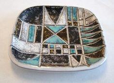 Ingrid Attenberg Uppsala Ekeby fat i keramikk Scandinavian Design, Ceramic Pottery, Sweden, Cuff Bracelets, Old Things, Fat, Ceramics, Vintage, Jewelry