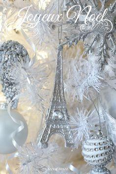 Joyeux Noel - Eiffel Tower Ornament