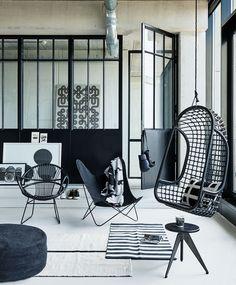 Zwart-witte zithoek   Black and white seating   Photographer James Stokes   Styling Marianne Luning   vtwonen October 2015
