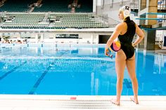 Olympic athlete NICOLA ZAGAME shares her water polo tips with Women's Health writer Hanna Marton. Waterpolo, Women's Water Polo, Water Polo Players, Surfing Pictures, Sport Tennis, Olympic Athletes, Swim Sets, Team Photos, Water Sports