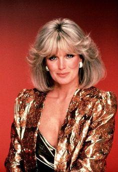 "Linda Evans as Krystle in ""Dynasty"" (TV Series) Linda Evans Dynasty, Daniel Golz, Dynasty Tv, Der Denver Clan, 80s Hair, Joan Collins, Actrices Hollywood, Power Dressing, Vintage Mode"
