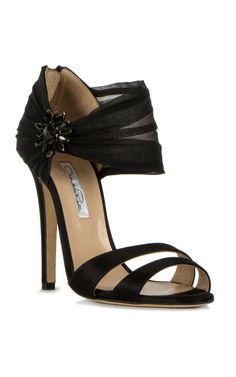 Oscar de la Renta... not a huge designer type person but holy cow I love these