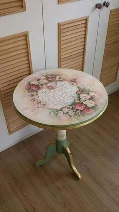 AMP Ana Sayfa - Ahşap boyama fiskos sehpa modelleri The Effective Pictures We Offer You About diy - Diy Furniture Table, Decoupage Furniture, Hand Painted Furniture, Paint Furniture, Shabby Chic Furniture, Furniture Makeover, Decoupage Art, Decoupage Vintage, Furniture Ideas