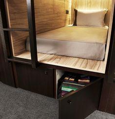 Een hokje boeken in een budgetproof designhotel Roomed | roomed.nl
