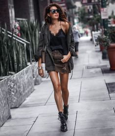 outfit casual date Edgy Outfits, Dress Outfits, Fashion Outfits, Womens Fashion, Casual Black Dress Outfit, Simple Black Outfits, Rock Chic Outfits, Casual Attire, Look Rock Chic