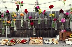 Decoration buffet chic, champetre ou vintage. Pour un baptême, un mariage ou une fête d'anniversaire, quelques idées pour decorer son buffet avec style. Lien : http://www.go-reception.com/blog/cocktail-dinatoire-decoration-buffet-reception-mariage-anniversaire/