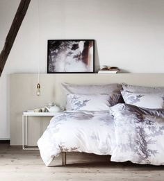 Snart leggetid... Sengetøy skal være pent men også kjennes behagelig mot kroppen. Er du en av mange som liker det svalt? Da er Evy i bomullsateng fra Høie et godt (og pent) alternativ. God natt!  #scandinaviandesign #høieofscandinavia #sengetøy #godnatt #scandinaviandesign #bobedre by bobedrenorge