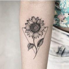 Chic Sunflower Tattoos Ideas That Will Inspire You To Be Colorized To . - Chic Sunflower Tattoos Ideas That Will Inspire You To Be Inked – Stylish Chic Sunflower T - Girls With Sleeve Tattoos, Small Girl Tattoos, Tattoo Girls, Trendy Tattoos, Flower Sleeve Tattoos, Unique Tattoos For Women, Cute Simple Tattoos, Tattoo Sleeves, Sunflower Tattoo Small