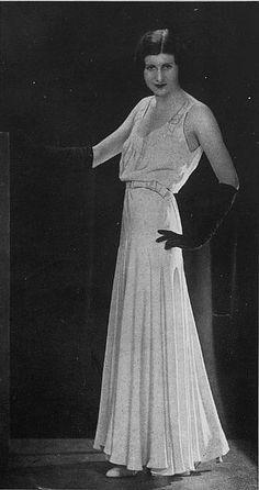 Robe du Soir 1930 Les Modes (Paris) 1930 Robe du Soir. Creation de Maggy Rouff