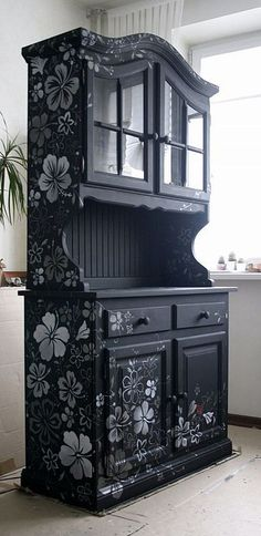 Creative and colorful painting ideas for wood furniture are a nice way to spice up your room and create spectacular, exclusive and original centerpieces for interior decorating in eclectic or vintage style Interior Decorating, Redo Furniture, Diy Furniture, Refurbished Furniture, Painted Furniture, Furniture Decor, Diy Home Decor, Paint Furniture, Wood Furniture
