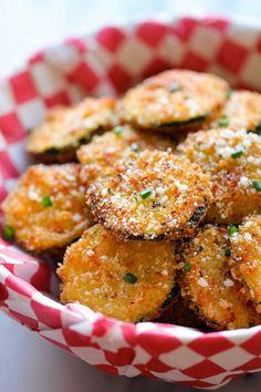 Rondelles de courgettes panées au parmesan,  à grignoter - Zucchini Parmesan Crisps