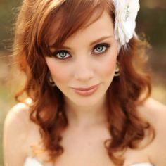 Para el día de tu boda, haz que tus mejillas luzcan, utiliza un color durazno y/o rosa con algo de tonos dorados. #makeup #hair #bride