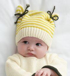 Gebreid baby muts met oortjes.