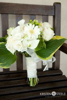 Love this all-white wedding bouquet! #wedding #flowers #inspiration #bouquet