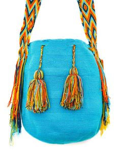 dsc_0075.jpg (900×1200)  From the Colombian and Venezuelan guajira, the wayuu bag is born, a bag unique for its bright colors and geometric shapes.