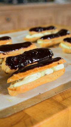 Mint Chocolate Eclairs These eclairs elevate mint choc chip ice cream to a whole new level! Easy Eclair Recipe, Chocolate Eclair Recipe, Chocolate Eclairs, Best Eclairs Recipe, How To Make Eclairs, Puff And Pie, Baking Recipes, Dessert Recipes, Donuts
