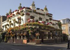 The Churchill Arms, a traditional English Pub in Notting Hill, Kensington, London, England Best London Pubs, Best Pubs, West London, Kensington London, London Places, British Pub, Great British, Notting Hill, Best Thai Food