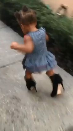 Cute Funny Baby Videos, Crazy Funny Videos, Cute Funny Babies, Funny Videos For Kids, Funny Animal Videos, Funny Vidos, Stupid Funny Memes, Funny Laugh, Funny Relatable Memes
