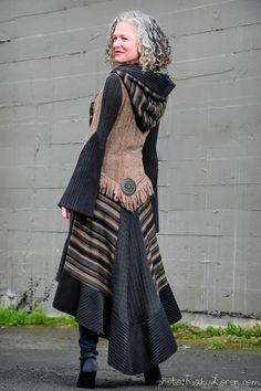 Willkommen in meiner anderen Welt der Wiedergeburt alter Pullover, Schrottstoffe und Borten . (стиль Бохо) - Willkommen in meiner anderen Welt der Wiedergeburt alter Pullover, Schrottstoffe und Borten . Old Sweater, Sweater Coats, Alter Pullover, Estilo Hippie, Recycled Sweaters, Mode Boho, Altered Couture, Altering Clothes, Recycled Fashion