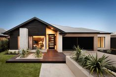 The impressive facade of the Freedom by Metricon Delta, on display in Strathfieldsaye, VIC. Modern Small House Design, Small Modern Home, House Front Design, Small Modern House Exterior, Facade Design, Exterior Design, Modern House Facades, Facade House, Mall Facade