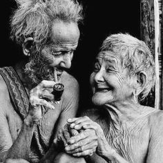 Old Love portrait Vieux Couples, Growing Old Together, Old Faces, Old Love, Young At Heart, Interesting Faces, People Around The World, Belle Photo, True Love