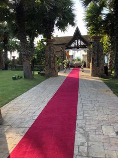 This venue is gorgeous. Love the really long & dramatic aisle. This ceremony venue has a gorgeous ocean view without the need to be right on the beach. Outdoor Venues, Outdoor Ceremony, Destination Wedding Locations, Beach Color, Family Resorts, Site Visit, Pattaya, How Beautiful, Wedding Details