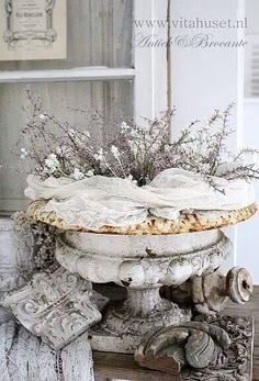 Shabby Chic Home Products shabby chic style interior design.Shabby Chic Garden Shed. Shabby Chic Mode, Style Shabby Chic, Shabby Chic Bedrooms, Shabby Chic Furniture, Shabby Chic Decor, Vintage Furniture, Rustic Decor, Farmhouse Decor, French Country Cottage