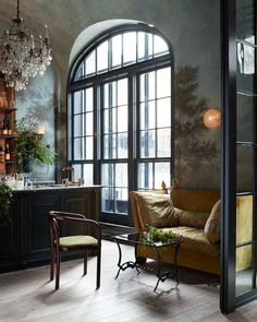 Manhattan's buzzy new restaurant Le Coucou, with interiors by Roman & Williams, is serving up delicious cuisine and major decorating inspiration.