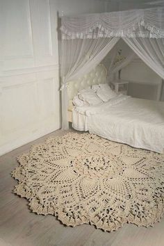 Shabby Lovely — This is simply amazing. Shabby Lovely — This is simply amazing. Crochet Doily Rug, Crochet Carpet, Crochet Home, Crocheted Lace, Shabby Chic Bedrooms, Shabby Chic Homes, Shabby Chic Decor, Beige Carpet, Home And Deco