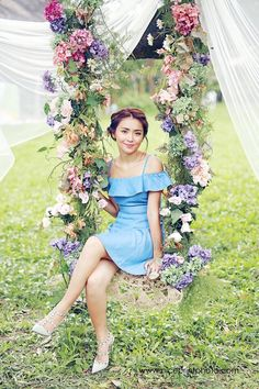 Why so pretty? Kathryn Bernardo Hairstyle, Kathryn Bernardo Outfits, Kathryn Bernardo Photoshoot, Simple Wedding Gowns, Bohemian Wedding Dresses, Debut Photoshoot, Wedding Photoshoot, Debut Ideas, Filipina Actress