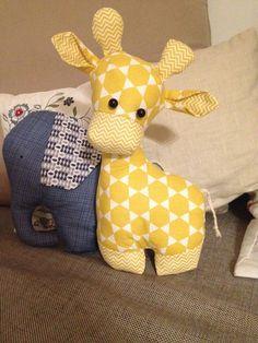 Best 12 apple blossom: crafting a giraffe toy cute for baby shower – SkillOfKing.Com Best 12 apple blossom: crafting a giraffe toy cute for baby shower – SkillOfKing. Sewing Baby Clothes, Sewing Toys, Sewing Crafts, Giraffe Toy, Giraffe Pattern, Handmade Baby, Handmade Toys, Stuffed Animal Patterns, Stuffed Animals