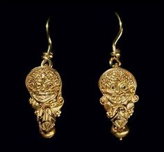 A PAIR OF GREEK GOLD EARRINGS CLASSICAL PERIOD, CIRCA EARLY 4TH CENTURY B.C. gold