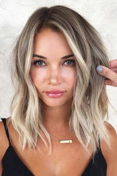 Balayage For Shoulder Length Hair ❤️ Let us guide you in the world of medium hair styles. We have a collection of the trendiest hairstyles for ladies with shoulder length hair. ❤️ Hair Balayage For Shoulder Length Hair ❤️ Let us guide Curly Hair Styles, Medium Hair Styles, Natural Hair Styles, Hair Medium, Loose Curls Medium Length Hair, Loose Waves Hair, Beach Wave Short Hair, Thick Short Hair, Medium Ash Blonde Hair
