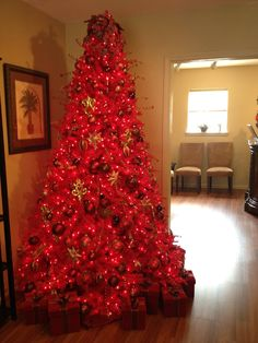 Bernie decorated this beautiful Christmas tree in the salon.