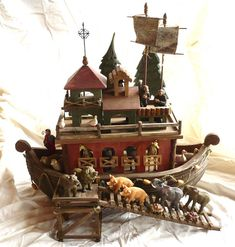 Wooden Noah& Ark with resin animals Antique Toys, Vintage Toys, Wooden Ramp, Noahs Arc, Wood Animal, Wooden Tree, Wood Toys, Art Plastique, Wood Carving