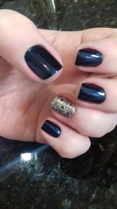 Minhas unhas! Adorei esse azul escuro e a película!