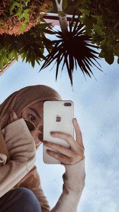 Creative Instagram Stories, Story Instagram, Instagram Girls, Cute Poses For Pictures, Cool Girl Pictures, Cute Girl Face, Cute Girl Photo, Selfi Tumblr, Iphone Mirror Selfie