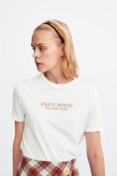 Cool Shirts For Girls, Cute Shirts, T Shirts For Women, T Shirt Citations, Buy T Shirts Online, Zara, T Shirt Diy, T Shirts With Sayings, Tee Design