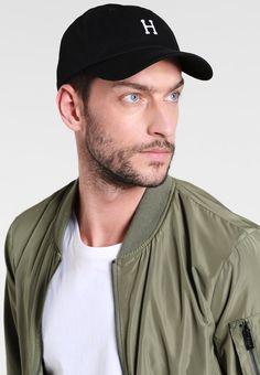 ¡Consigue este tipo de gorra de Huf ahora! Haz clic para ver los detalles. Envíos  gratis a toda España. HUF CLASSIC CURVE BRIM Gorra black white  HUF ... a0d184d9749