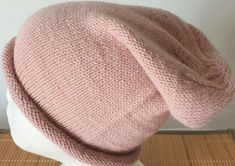 Hand-knitted hat in beautiful pink pure alpaca for women Baby Alpaca, Alpaca Wool, Beanie Hats For Women, Slouchy Beanie, Mittens, Hand Knitting, Knitted Hats, Pure Products, Pink