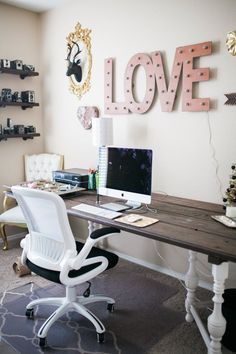 Perfect Ashleeu0027s Shabby Chic Office U2014 Favorite Rooms | Apartment Therapy Shabby  Chic Office Decor, Shabby