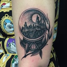 javierbetancourt: Super fun tattoo is just finished. (at Ocho Placas Tattoo Company) All the good Harry Potter tattoos I've been seeing lately make me immensely happy Burg Tattoo, Hp Tattoo, Tattoo You, Tattoo Flash, Hogwarts Tattoo, Harry Potter Tattoos, Literary Tattoos, Crystal Ball Tattoo, Globus Tattoos