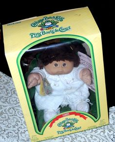 Canadian Cabbage Patch Kid doll 1985 bilingual words on box