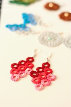 red circle earrings by Unique Crochet Jewelry