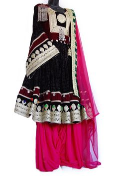 This traditional bridal Afghan dress includes a matching pink scarf and densely pleated pants. Maxi Outfits, Hijab Fashion, Fashion Dresses, Afghani Clothes, Hijab Stile, Afghan Dresses, Gold Embroidery, Etsy Embroidery, Handmade Dresses