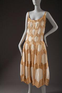 Мадлен Vionnet, женщины вечернее платье, 1925, приобретенное на средства, предоставляемые Эллен А. Майкельсона, фото © 2012 Музей Associates / LACMA.  Все права защищены