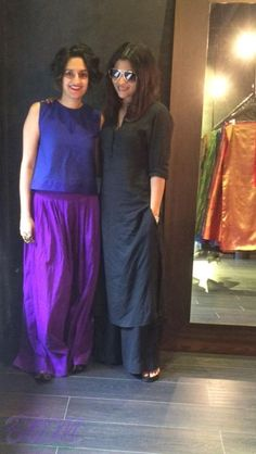 in now wp-content uploads Konkona-Sen-Sharma-latest-picture-with-Payal-Khandwala. Salwar Designs, Blouse Designs, India Fashion, Ethnic Fashion, Indian Attire, Indian Wear, Indian Dresses, Indian Outfits, Indian Designer Suits