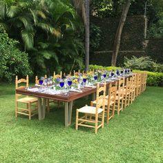 Family reunion table ,linens, accesories and decoration made by bariolés. Comida familiar con manteleria y accesorios de Bariolés