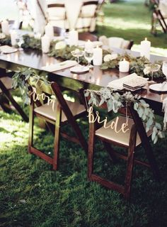 Bom dia, noivinhas! Muitas de vocês que seguem e acompanham o blog diariamente irão se casar em breve. Imaginamos daqui toda a ansiedade. O post de hoje é para você que ainda não pensou na mesa especial dos noivos na decoração do casamento, ou para você ...